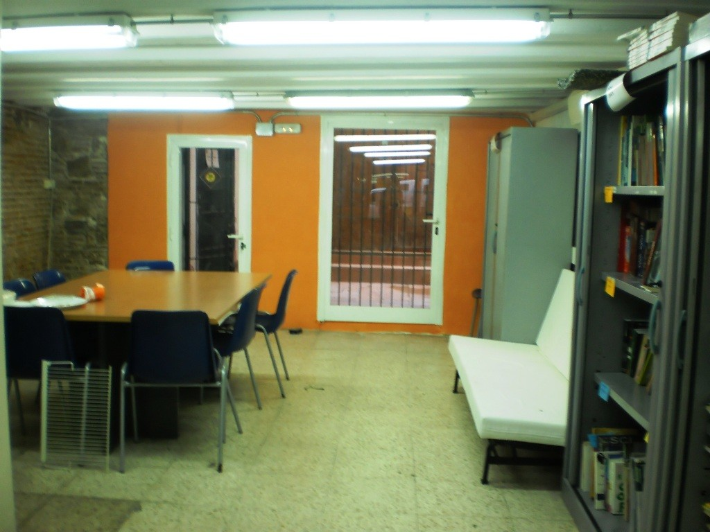 Oficina reformada pels i les voluntàries del MiniCamp!