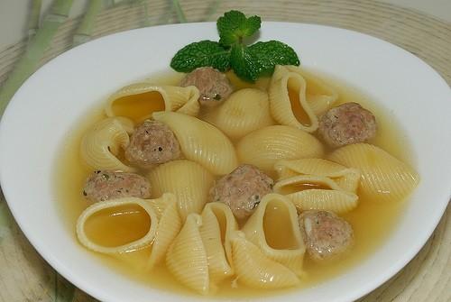 Avui una recepta de Catalunya: Sopa de galets amb mandonguilles