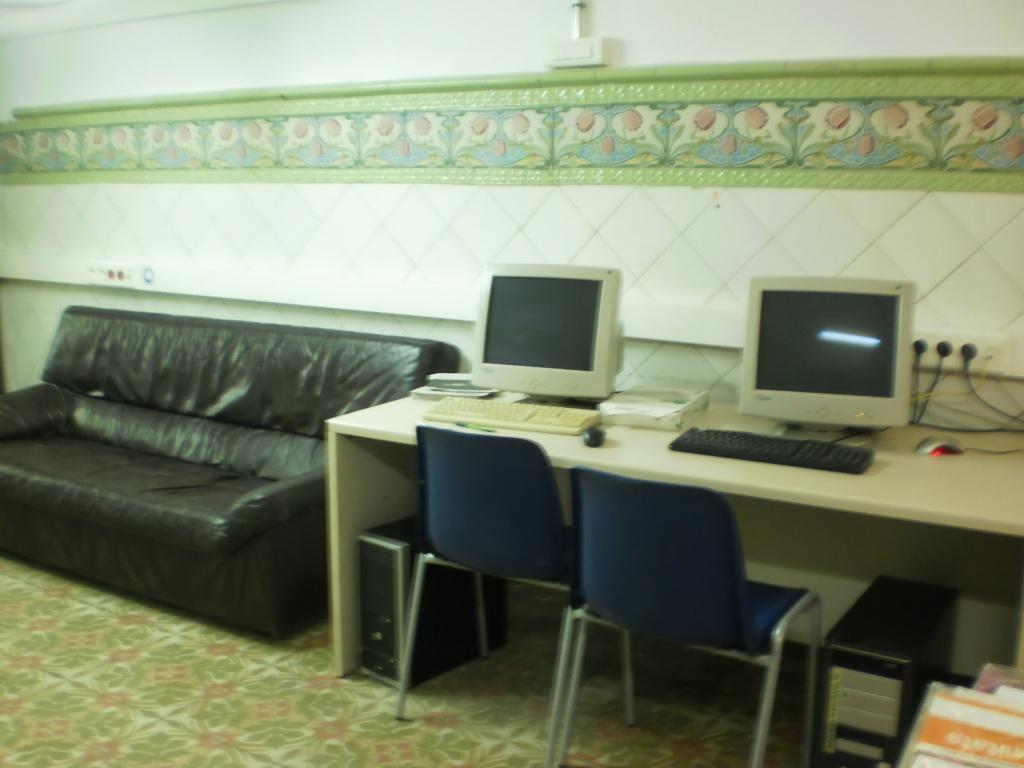 ordinadors consulta i sofà